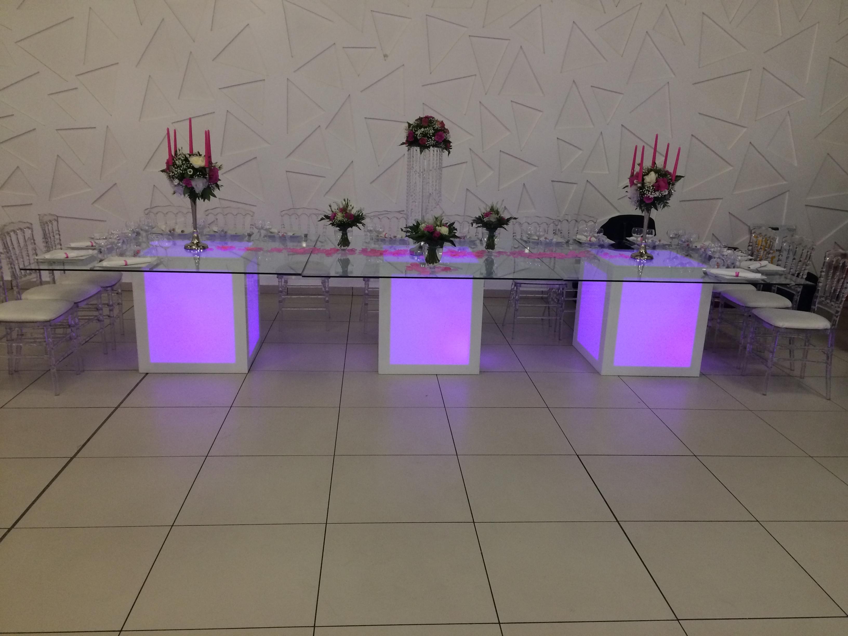 Mobilier Lumineux - Maan\'i Events - Location et vente de matériel ...